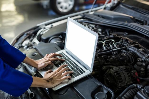 hands-of-female-mechanic-using-laptop_1170-1248